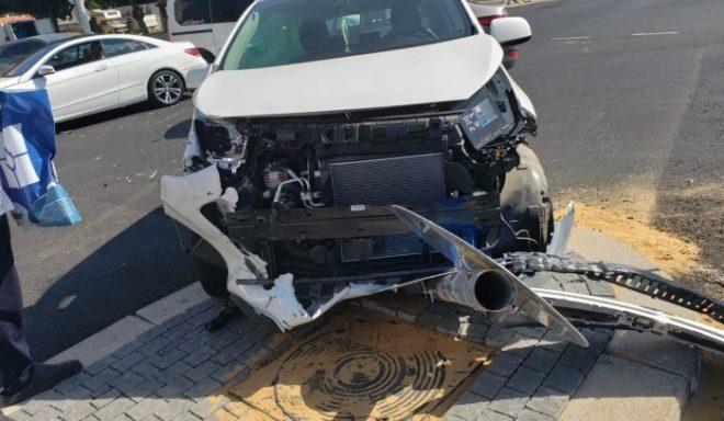 חצה באדום ונפגע: שני פצועים בהתנגשות רכבים באשדוד