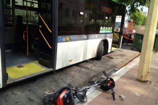 רוכב אופניים חשמליים נפגע מאוטובוס