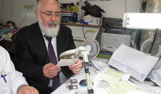 """הצלחה גדולה במבצע בדיקות תפילין ומזוזות חינם שנערך ע""""י המועצה הדתית"""