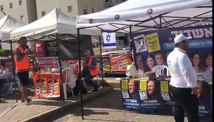יום הבוחר - צפו בתושבים מגיעים להצביע בקלפיות באשדוד