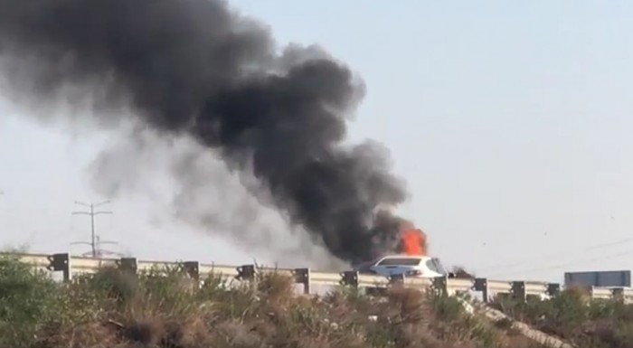 רכב עלה באש: כביש 4 צפון נחסם לתנועה
