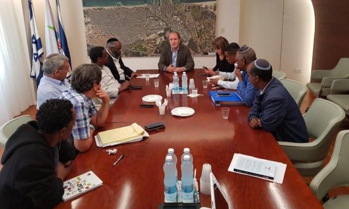 בעקבות הכאת הנער: ראש העיר פגש את נציגי הקהילה האתיופית