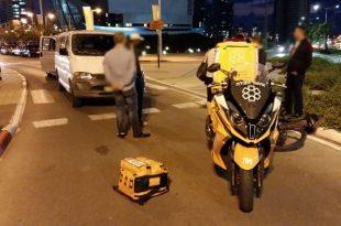 רוכב אופניים נפצע מפגיעת רכב באשדוד - כוחות ההצלה במקום