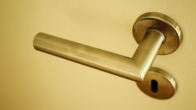 איך לוודא שהמנעולן שאתם מזמינים מומלץ ואמין