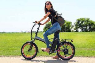 רוכבת אופניים באשדוד