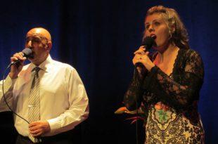 גבר ואישה שרים