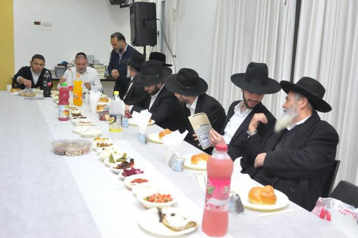 הרבנים המכובדים והאב שמעון בן שמעון באזכרה