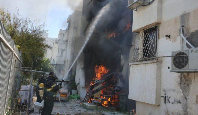 שריפה פרצה בבניין ברחוב הראשונים באשדוד