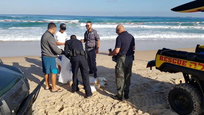 כוחות משטרה בחוף
