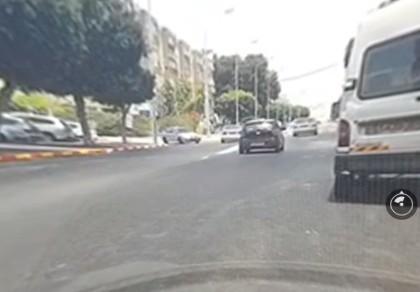 תיעוד: רגעי סכנה של רכב נסע נגד כיוון התנועה ברובע ו'