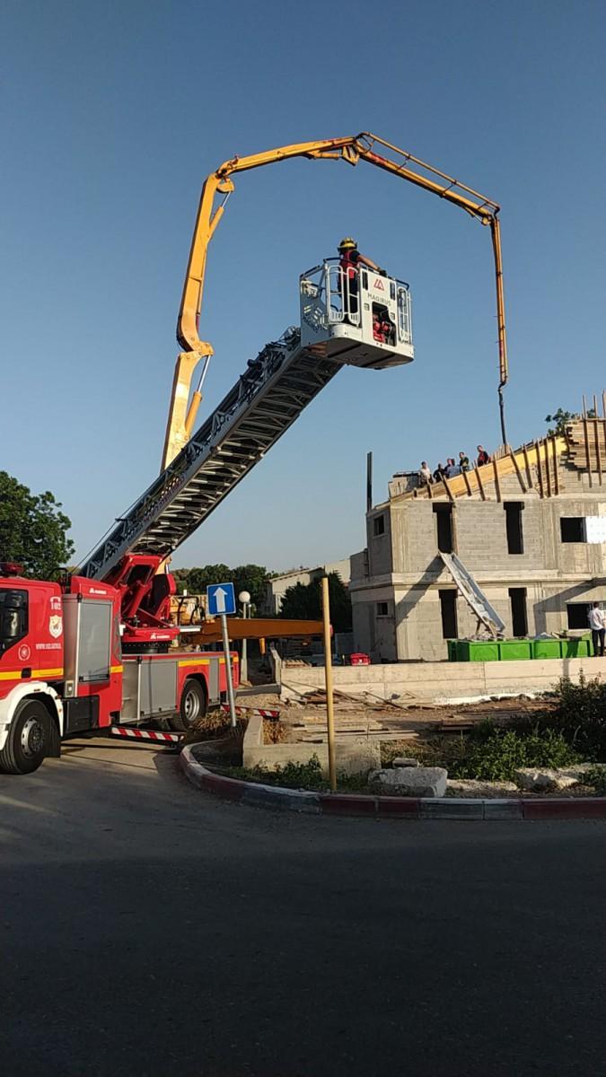 פועל בניין קיבל התקף לב על גג הבניין בו עבד