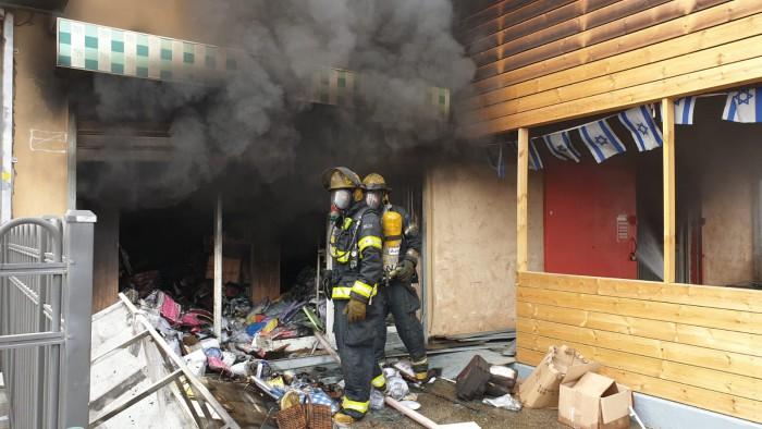 לוחמי אש מאשדוד מנעו התפשטות שריפה בקרית-מלאכי
