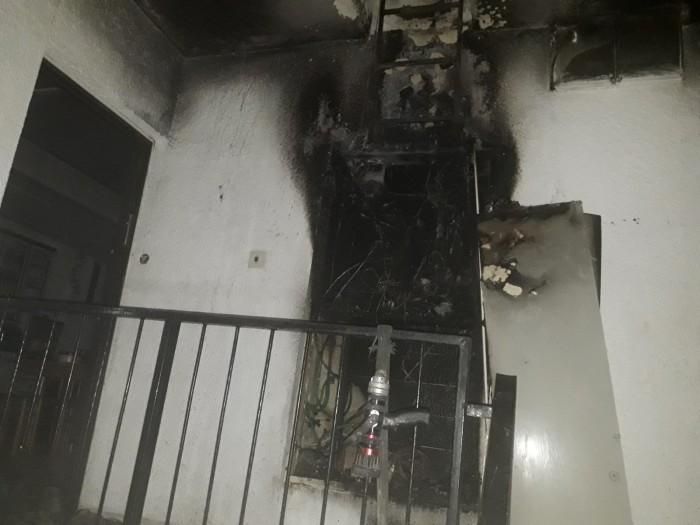 ארון חשמל שעלה באש גרם לשריפה בדירה ופינוי דיירי הבניין
